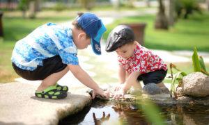 enfants-reflet-eau