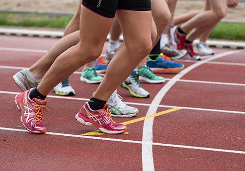 Athlète-piste-basket-course-compétition